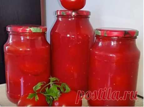 Помидоры в собственном соку с хреном на зиму  Вам понадобится: помидоры твердые, слегка недозрелые — 2 кг помидоры перезрелые — 2 кг болгарский перец — 250 г хрен измельченный — четверть стакана чеснок измельченный — четверть стакана соль — 2 ст.л. перец горошком сахар — 4 ст.л. Как закрыть на зиму помидоры в собственном соку с хреном: 1.Перезревшие помидоры сложите в казан или тазик и варите их до полного размягчения. После этого протрите через дуршлаг. Можно провернуть помидоры через мясор