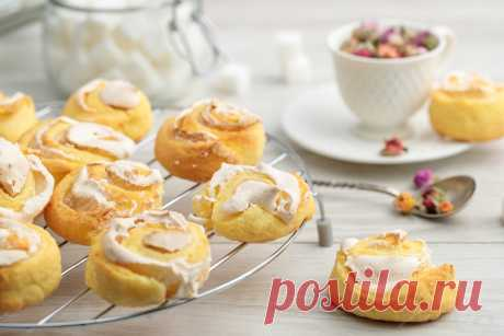 Cottage cheese cookies with Rosettes meringue