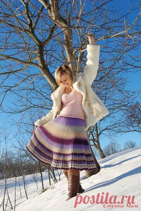 """Тут девушка недавно искала кто-бы ей связал простую, но теплую юбку... Пока суть да дело мне вспомнилась, что года два назад, будучи в Токио, я наткнулась в японских блогах на описание юбки, которую японки именовали """"буругариан"""" - болгарская. Предыстория там длинная: лет 40 назад японка была в научной командировке Болгарии, увидела юбку, записала """"рецепт"""" и пр. А по всем картинкам смотрю - юбка, которая я, ..."""