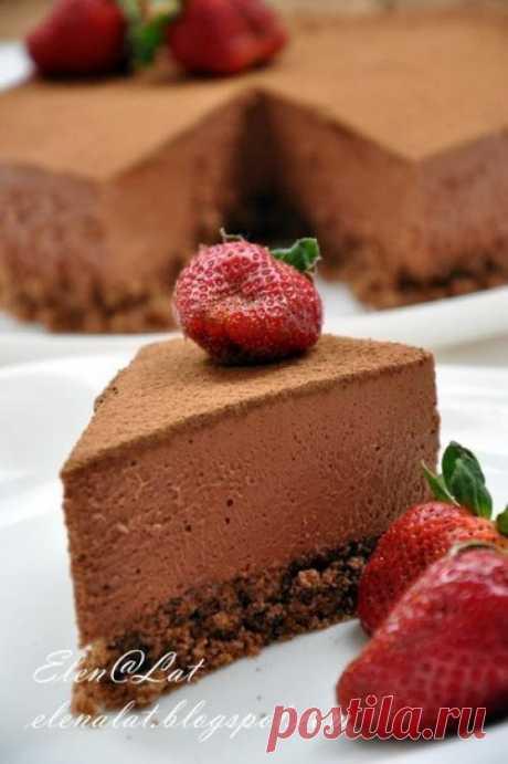 Трюфельный торт.   Он что можно сказать про такой торт волшебный! Минус этого торта в том, что его ешь, ешь, ешь, и с каждым кусочком, наслаждаешься и наслаждаешься, уходишь в нирвану. Этот торт, как хорошее, дорогое мороженое. Для все шокоголиков просто рай с каждо...