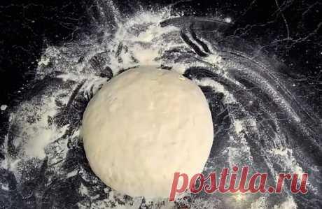Эластичное тесто для домашних пельменей. 10 пошаговых рецептов пельменного теста Как приготовить вкусное тесто для пельменей? Рецепты на воде, на молоке, на кефире. Приготовление теста в хлебопечке и миксере.