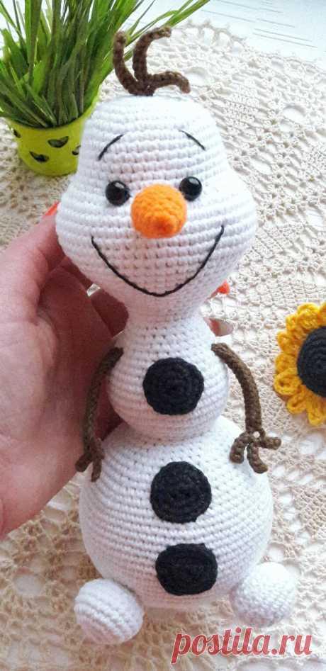 PDF Снеговик Олаф крючком. FREE crochet pattern; Аmigurumi doll patterns. Амигуруми схемы и описания на русском. Вязаные игрушки и поделки своими руками #amimore - снеговик, Новый год, снеговичок из мультфильма Холодное сердце, Дисней, Disney.