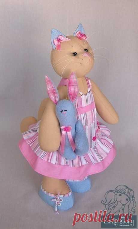 Забавные куклы-кошечки своими руками. Выкройки имеются.