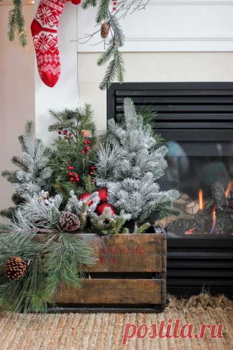 Деревянная коробка с новогодним декором
