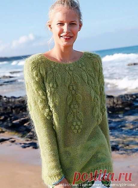 Зеленый пуловер-реглан из мохера с растительным узором
