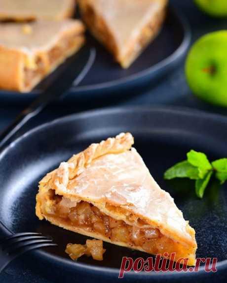 Яблочный пирог на песочном тесте с глазурью
