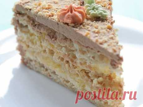 Киевский торт один из самых популярных фабричных тортов. При этом вы легко можете приготовить торт киевский в домашних условиях. Песочное тесто, грецкие орехи, масляный крем с белым шоколадом,...