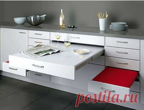 The dining table hidden in facades of kitchen