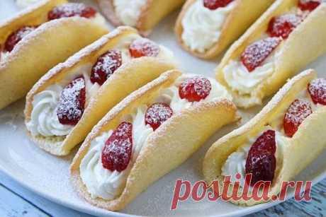 Потрясающие бисквитные пирожные с клубникой
