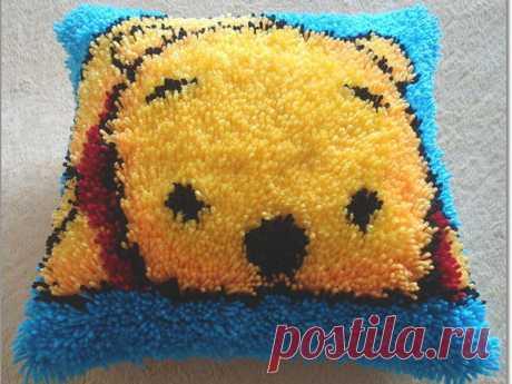Вышиваем  легко и просто уютную подушку в ковровой технике.