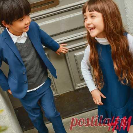 Не пропустите наше выгодное предложение «Комплект школьной формы из 3-х вещей за 2500 руб»! 🎉 Ищите товары, отмеченные специальным ярлыком, и приобретайте наши стильные новинки для школы по привлекательной цене. Акция действует с 16 по 18 августа включительно в наших магазинах и онлайн. Предложение действует только при покупке 3-х вещей «Школьной формы»: рубашки, платья или юбки и джемпера из коллекции для девочек или рубашки, брюк и пиджака из коллекции для мальчиков. Ассортимент товара в…
