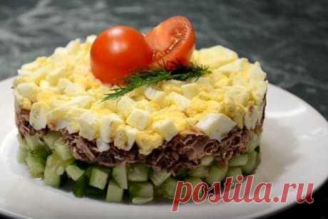 Салаты из Рыбных Консервов (4) Очень Вкусных Рецепта Салаты из рыбных консервов - простые и вкусные рецепты, которые украсят ваш праздничный стол. Их очень легко и быстро готовить.