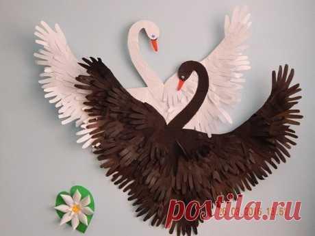 Лебеди из бумажных ладошек — Поделки с детьми