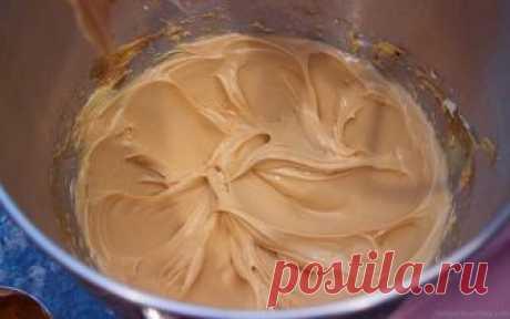 Карамельный крем — идеальная начинка для любых тортов и пирожных! Готовим универсальную карамельную начинку для тортов и пирожных. Эта оригинальная сливочная начинка обязательно вам понравится! Для всех, кто хочет попробовать необычный крем! Очень вкусно и готовить несложно! Ингредиенты: 300 г сахара 600 мл молока (жирного) 4 столовые ложки муки 4...