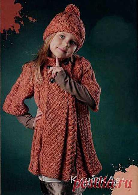 Пальто, манишка, шапка связанные крючком и спицами