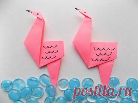 Модульное оригами: фламинго и его схема сборки Фламинго – символ заката и первой любви, а также исполнения желаний. Это невероятно красивая и изящная птица. Искусство оригами не обошло фламинго стороной. Есть несложные схемы для детей и более интересные и замысловатые для опытных оригамистов. Также фламинго собирают в модульной технике.