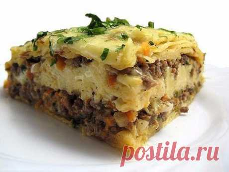 Мясной пирог из тонкого армянского лаваша  Быстрый пирог из лаваша (и тесто ставить не надо!) Пирог получается сочный и вкусный-вкусный  Ингредиенты:  • Лаваш тонкий • Мясо (Любое..или фарш) — 400 г • Морковь — 1 шт • Лук репчатый • Зелень • Кефир — 1,5 стак. Яйцо — 1 шт • Сыр (твердый) — 200 г  Перемалываем мясо на комбайне..или пропускаем через мясорубку, обжариваем фарш Остывший фарш смешиваем с зеленью и тертым сыром Форму выкладываем лавашем. Выкладываем лаваш с нахле...