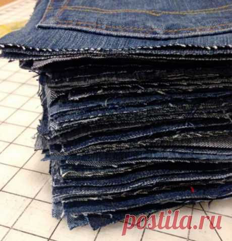 Я не выбрасываю старые джинсы. Я нарезаю их на квадраты, сшиваю и получаю вещь, без которой не обходится ни один семейный отдых на природе . Милая Я