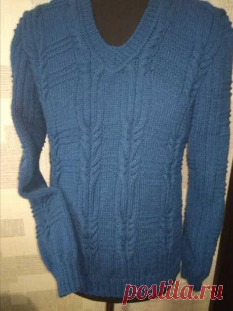 Мужской пуловер синего цвета