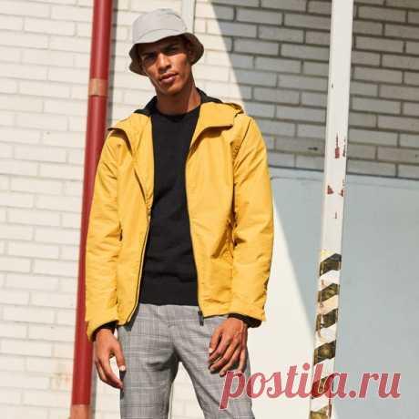 Будьте стильными в любую погоду! Выбирайте наши модные и функциональные новинки из мужской коллекции прямо сейчас. Куртка: 0694119002 Джемпер: 0564358012 #HMMan