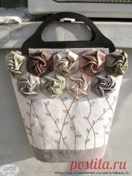 Текстильные розочки: мастер-класс Текстильные розочки, например, могут использоваться для украшения сумки.