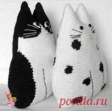 Вяжем крючком очаровательные подушки-котиков своими руками