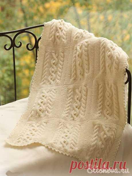 Комплект: шапочка и детский плед для малыша вязаный спицами