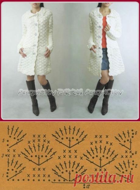 Вязанное крючком белое пальто