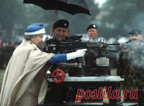 Королева Англии — боевая женщина. И это в 90 лет!