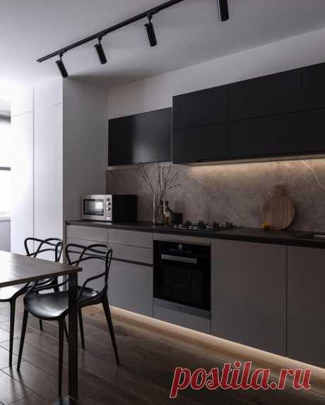Матовая кухня с точечной подсветкой! Фартук прям выделяется.. и украшает пространство.