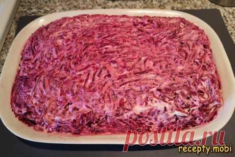 Салат «Селедка под шубой» – рецепт классический  ✅Ингредиенты филе сельди соленой - 2 штуки; лук репчатый - 1 луковица; яблоки (желательно с кислинкой) - 2 штуки; морковь отварная - 1 штука; картофель отварной - 2 штуки; свекла отварная - 2 штуки; майонез - 200 грамм; оливковое масло по вкусу.