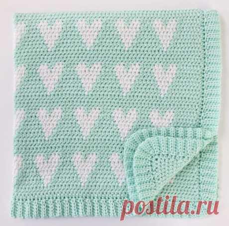 Вязаное детское одеяло крючком Modern Hearts