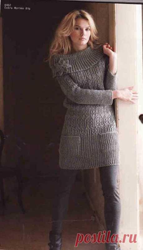 Мини-платье с большим воротником