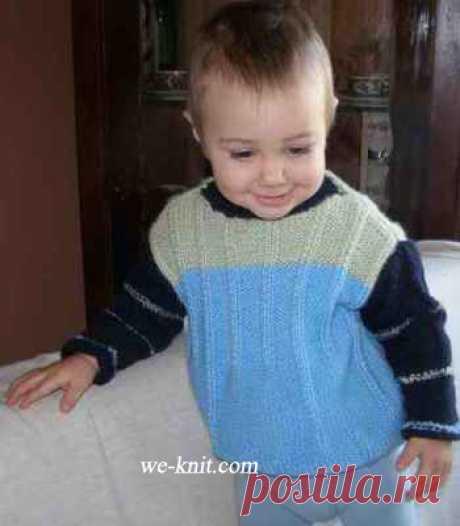 El suéter con cuello vinculado por los rayos