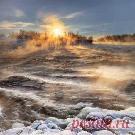 Волшебную зиму близ села Лосево (Ленинградская область) запечатлел Эдуард Гордеев. Другие работы фотографа доступны на nat-geo.ru/community/user/116924 💛
