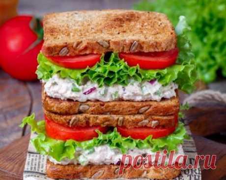 Вкуснейшие бутерброды с тунцом и сельдереем Представляем вашему вниманию рецепт изумительно вкусных бутербродов с тунцом, которые придутся по душе каждому. Такая вкуснятина очень простая, но достаточно интересная за счёт своих потрясающих вкус…