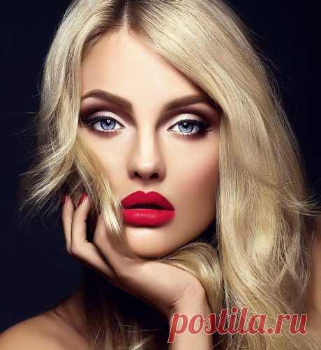 Как сделать красивый макияж глаз В современном мире макияжу уделяется огромное внимание. Его используют не только для фотосессий или вечерних выходов, но и в повседневной жизни. Причем с каждым годом грань между ними все меньше. Но е...