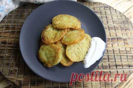 Классические драники из картофеля придутся по вкусу всем любителям простых и вкусных блюд. Приготовление займет минимум времени. Приятного аппетита!