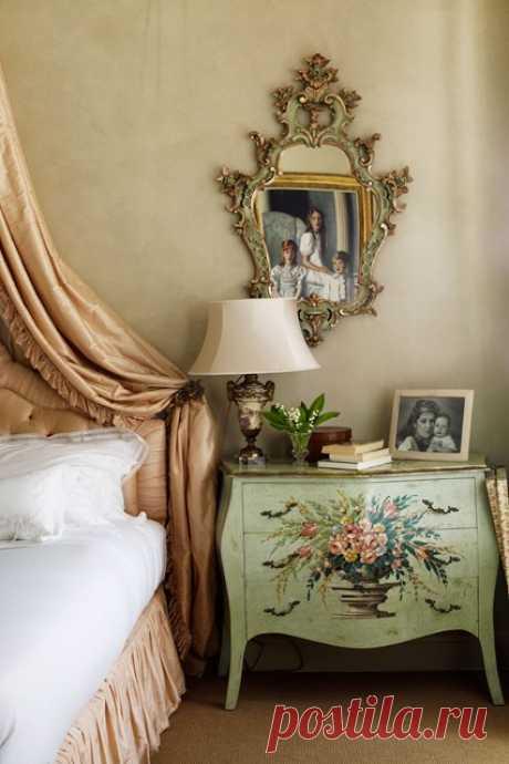 Serena Foyle's Romantic Bedroom - Bedroom Design Ideas (houseandgarden.co.uk)