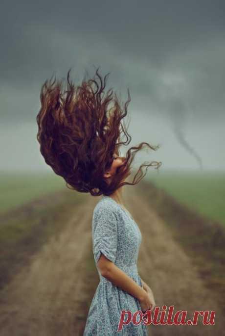 Грокинг Ветра. Как управлять ветром шаманским способом? Искусство грокинга способно не только управлять ветром, но и усмирить ураган. Ветер может быть как добрым, так и разрушительным, поэтому грокинг ветра...