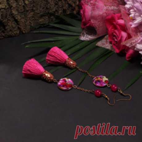 Серьги Amorella - авторские украшения с камнями Ярко-розовые серьги кисти