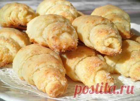 Cottage cheese croissants \u000d\u000aWhen there is a wish for something sweet to tea, but simple in preparation, always I bake these croissants from the cottage cheese test. Any hostess always has flour, cottage cheese and oil in kitchen. This recipe on duty …