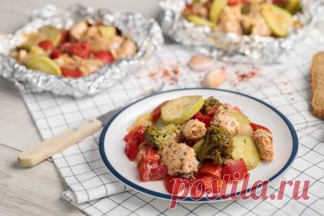 Пікантна і ароматна курка по-італійськи у фользі Особливо сподобається тим, хто стежить за харчуванням і вагою.