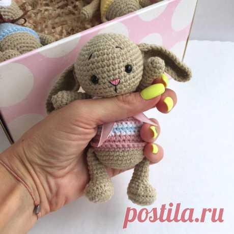 PDF Карманные зверюшки крючком. FREE crochet pattern; Аmigurumi animal patterns. Амигуруми схемы и описания на русском. Вязаные игрушки и поделки своими руками #amimore - заяц, маленький зайчик, кролик, зайчонок, зайка, крольчонок, котик, кот, котенок, кошка, кошечка, мишка, медведь, медвежонок.