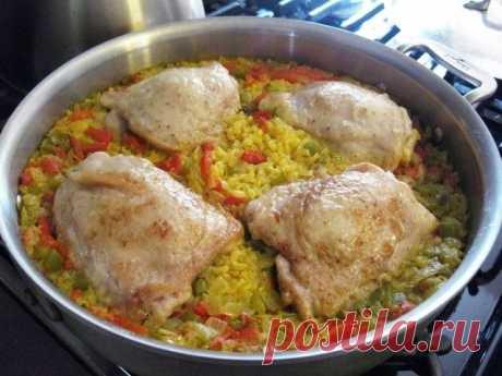 Курица с рисом и овощами.