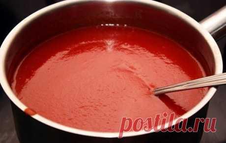 КЕТЧУП — ЧУТЬ ЯЗЫК НЕ ПРОГЛОТИЛА!  =3 кг помидор =0.5 кг яблок =0.25 кг лука =соль 1.5 ст. л., =1,5 стакана сахара =перец красный, черный молотый по вкусу, =50 г яблочного уксуса