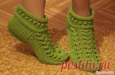Укороченные ажурные носочки спицами. Здравствуйте, дорогие рукодельницы! Хочу поделиться с Вами, описанием вязания укороченных ажурных носочков спицами.