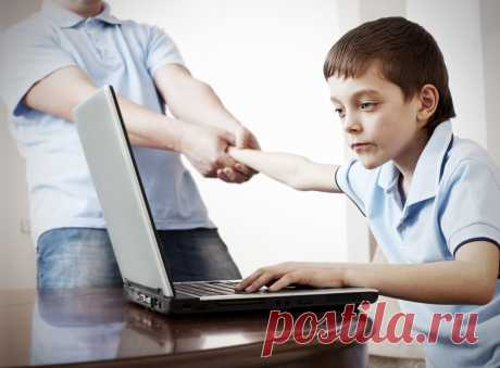 La dependencia de Internet a los niños y los adolescentes | el Diablo toma el Internet – la fuente de la diferente recepción de la información, el pozo de los consejos diferentes, las revocaciones, las recomendaciones. La red mundial se hacía el elemento cotidiano de la vida de la persona moderna. Sin embargo anualmente crece la cantidad de los niños y los adolescentes, que pasan apasionadamente todo el tiempo libre en el mundo virtual. Es conforme a los datos de los psicólogos, hoy entre los niños de la edad de adolescentes es seguida la inclinación enferma Mundial p...