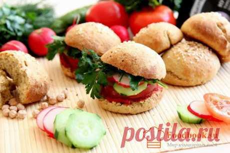 Гамбургер в домашних условиях рецепт | Foodbook.su Такие гамбургеры можно смело назвать вегетарианскими, так как в них совсем отсутствует мясная начинка. За место этого овощи. Отличный рецепт для тех кто хочет сбросить пару килограмм.