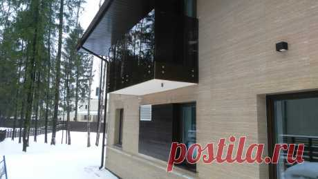 Изготовление лестниц, ограждений, перил Маршаг – Установка перил балкона из черного стекла